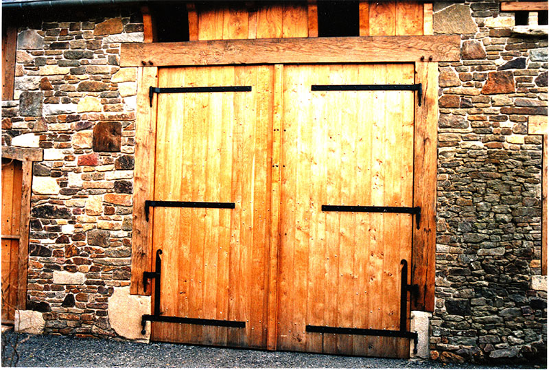 Fabrication porte ancienne gerbi re grange curie for Construire une porte